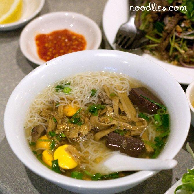 Bun mang vit: Vietnamese bamboo duck soup