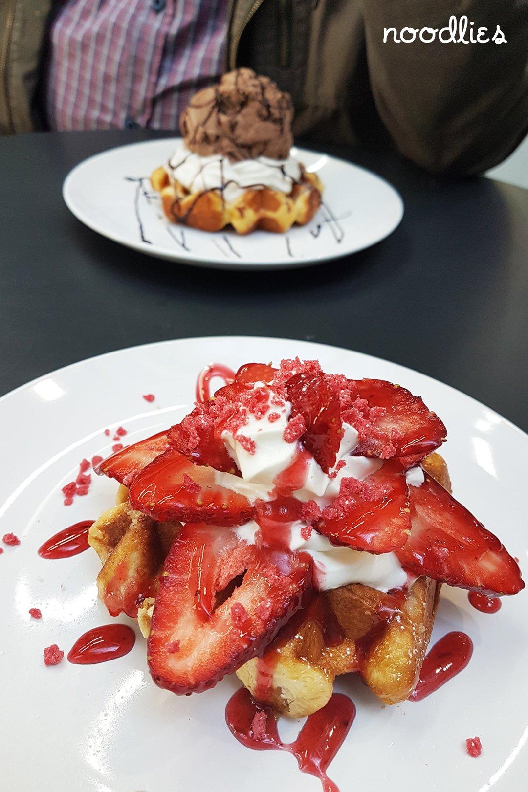 Show Cafe Waffles